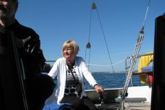 Marie- Louise styrer Leifs båd i Kolding Fjord. 27.12.2012