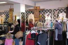 Marie- Louise på et af sine sjældne besøg i en tøjbutik, 03.09.2007