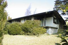Sommerhus Bogø, set fra det fredede frie felt, 04.05.2002