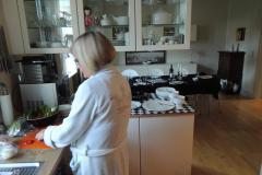 Hjem Frbr. - Marie- Louise i køkken, 13.09.2013