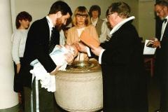 Manne døbes af ham der også døbte Mannes far Jack