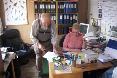 Johannes og Edith på kontoret, 16.07.2009